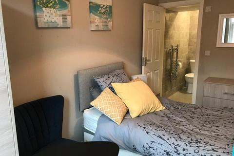 5 bedroom house share to rent - Trinity Street, Oldham,
