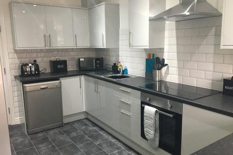 5 bedroom house share to rent - Middleton Road, Chadderton,