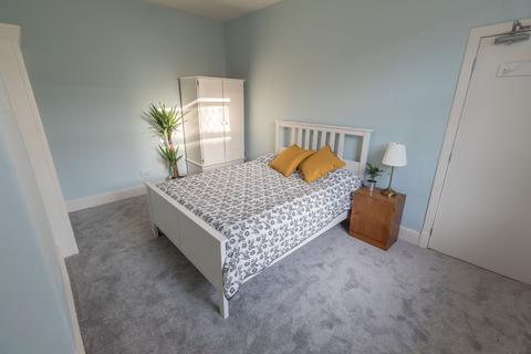 5 bedroom house share to rent - West Street, Stalybridge,