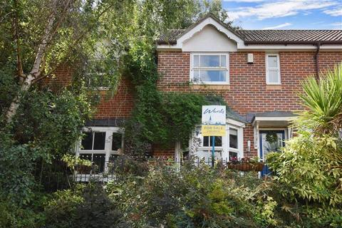 4 bedroom semi-detached house for sale - Pine Place, Maidstone, Kent