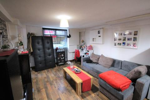 Studio to rent - Luxor Street, Leeds, West Yorkshire, LS8