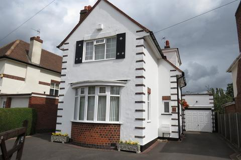 3 bedroom detached house for sale - Abbots Road South, Leicester, LE5