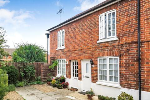 2 bedroom semi-detached house for sale - Bear Lane, Farnham, Surrey, GU9