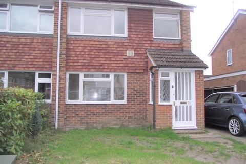 3 bedroom semi-detached house to rent - Nash Close, Farnborough