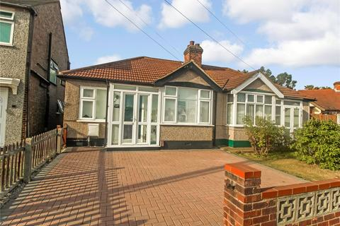2 bedroom semi-detached bungalow for sale - Mayswood Gardens, Dagenham, RM10
