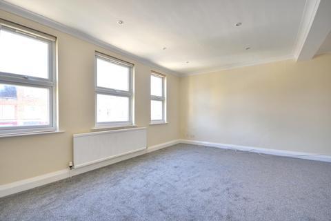 3 bedroom flat to rent - Victoria Road, Ruislip Manor HA4 0AB