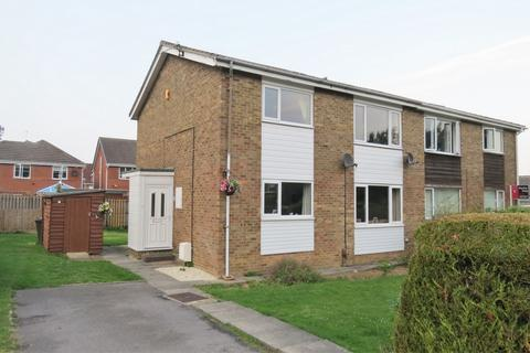 2 bedroom flat to rent - Roxby Avenue, Guisborough, TS14