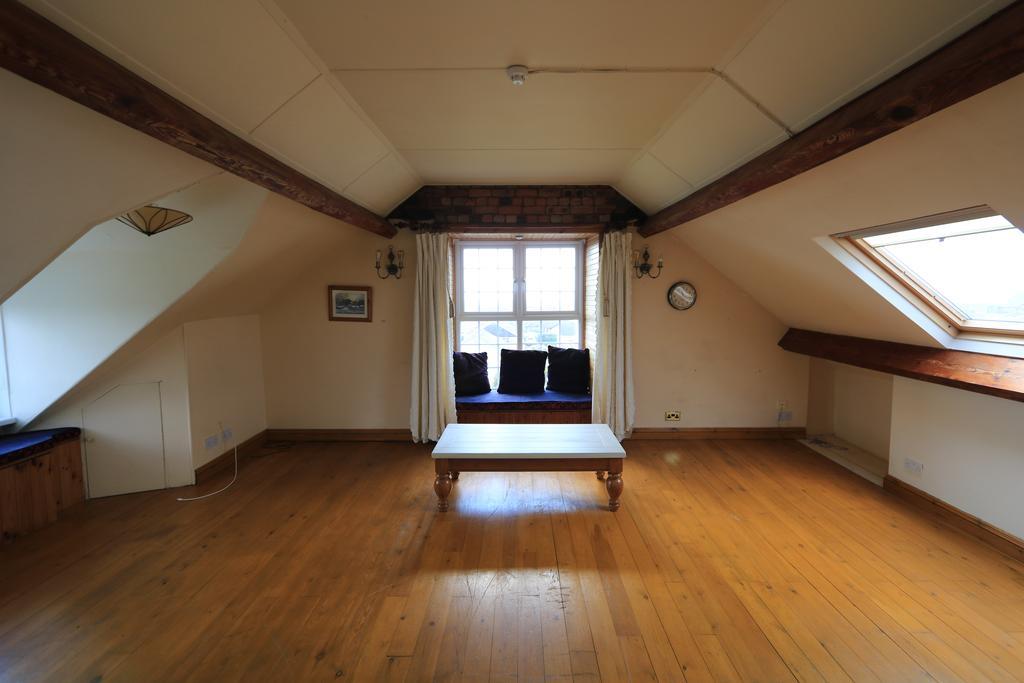 2nd Floor Apt