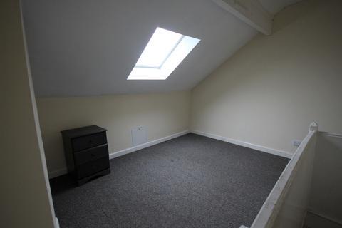 4 bedroom terraced house to rent -  Longroyd Grove, Beeston, Leeds, LS11