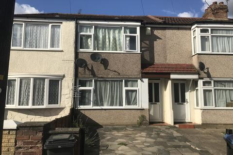 3 bedroom terraced house to rent - Albany Park Avenue, EN3