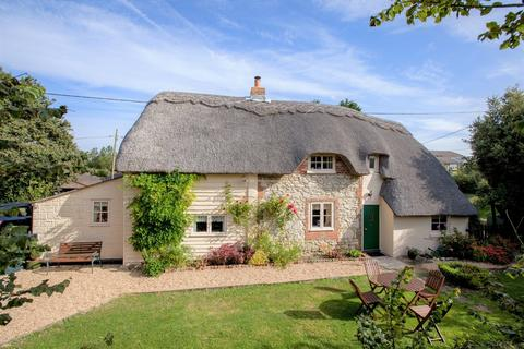 Peachy Search Cottages For Sale In Isle Of Wight Onthemarket Beutiful Home Inspiration Ommitmahrainfo