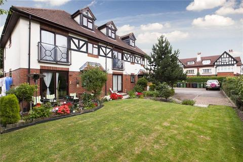 2 bedroom flat for sale - Lime Tree Court, West Park Drive, LS16