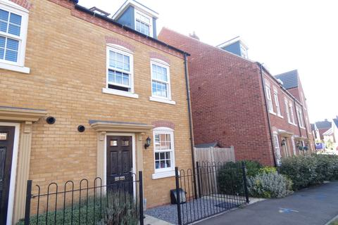 4 bedroom townhouse to rent - Kempston