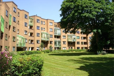 2 bedroom flat to rent - Reynoldston House, The Crescent, CARDIFF