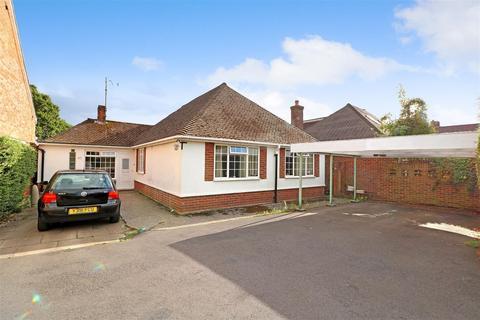 5 bedroom detached bungalow for sale - Halls Road, Tilehurst, Reading
