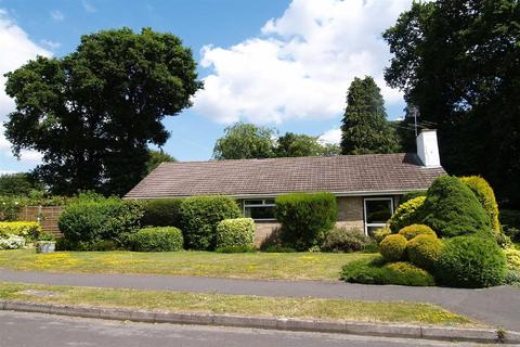 3 bedroom detached bungalow for sale - Halters End, Grayshott