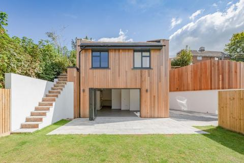 3 bedroom detached house for sale - Auckland Drive, Brighton, East Sussex, BN2