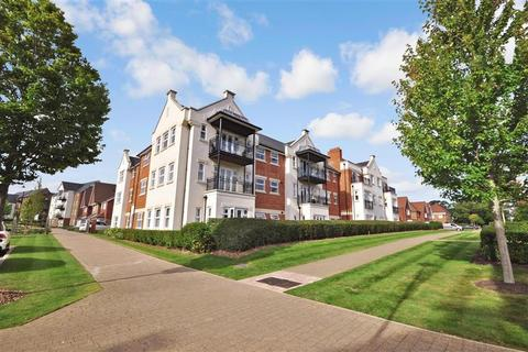 2 bedroom ground floor flat for sale - Highwood Crescent, Horsham, West Sussex