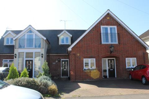2 bedroom ground floor maisonette for sale - Carnforth House, Elm Park
