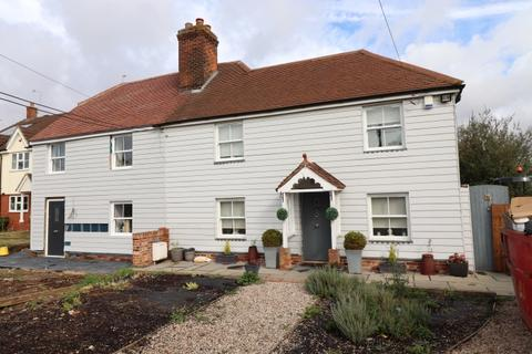3 bedroom semi-detached house for sale - VICTORIA ROAD, WRITTLE CM1