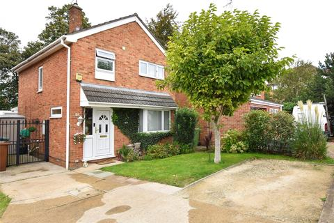 3 bedroom detached house for sale - Read Way, Bishops Cleeve GL52