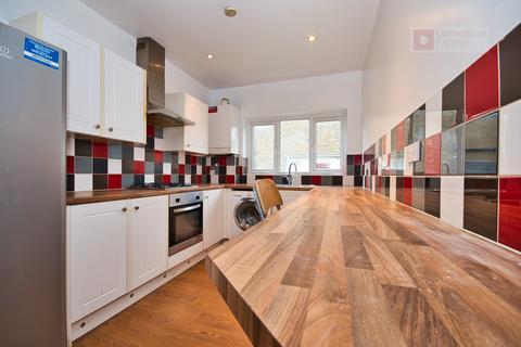 4 bedroom terraced house to rent - Haldane Road, East Ham, London, London, E6