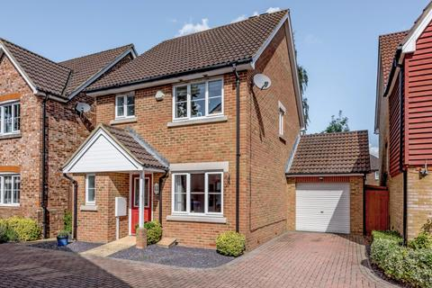 3 bedroom detached house for sale - Merchants Close, Knaphill, Woking, GU21