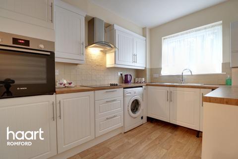 2 bedroom flat for sale - Princes Road, Romford
