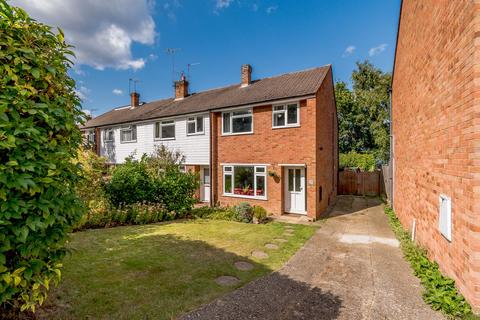 3 bedroom end of terrace house for sale - Robin Hood Crescent, Knaphill, Woking, GU21