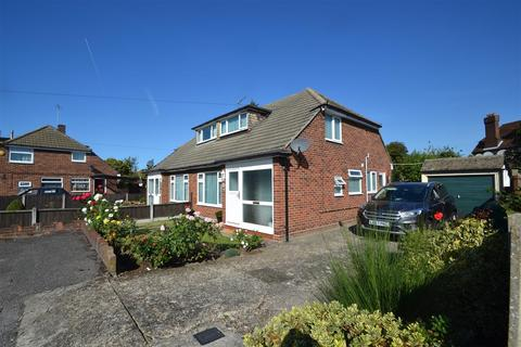 2 bedroom bungalow for sale - Lindsay Close, Stanwell