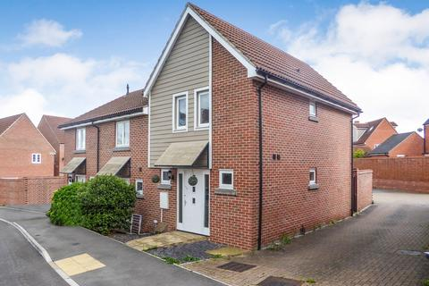 3 bedroom end of terrace house to rent - Marnel Park