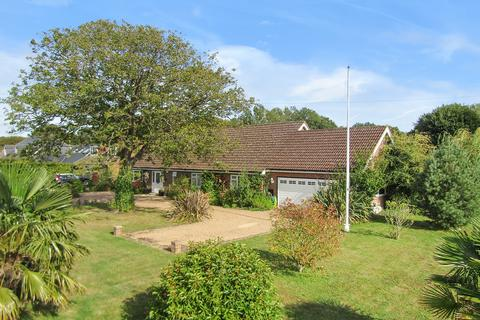 4 bedroom detached bungalow for sale - Tally Ho Road, Shadoxhurst, Ashford