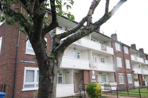 3 bedroom flat to rent - Victoria Road Salford M6