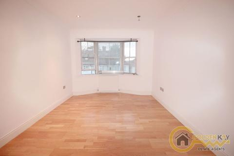 2 bedroom flat to rent - Heather Gardens,Goldres Green, London NW11