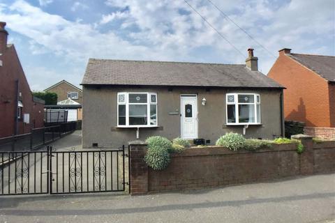 2 bedroom detached bungalow for sale - Moorlands Road, Mount, Huddersfield, HD3