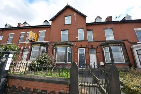 1 bedroom house share to rent - Knowsley Street, Bury, BL9