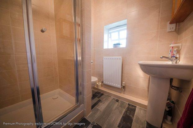 En suite shower room wc