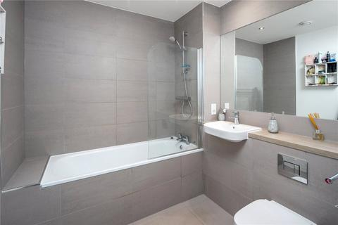 2 bedroom flat for sale - Fairway Court, 15 Culvert Drive, London, E3