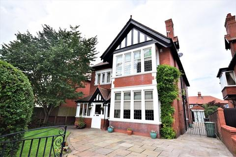 5 bedroom detached house for sale - St Thomas Road, Lytham St Annes, FY8