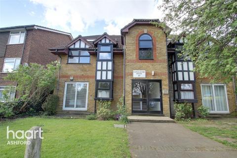 1 bedroom flat for sale - Stanwell Road, Ashford