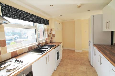 4 bedroom semi-detached house to rent - Fern Dells, Hatfield