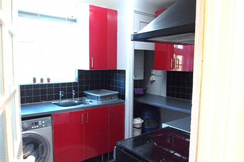 2 bedroom flat to rent - Sunray Ave SE24 9PT.