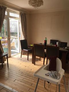 3 bedroom terraced house to rent - Rushden Gardens, Ilford, Essex, IG5