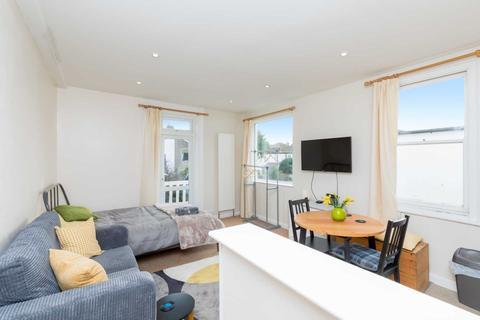 Studio to rent - Carlisle Road, Hove