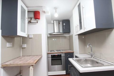 Studio to rent - Green Lane, Ilford