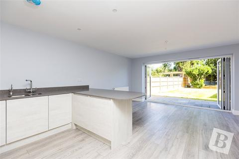 2 bedroom semi-detached house for sale - Woodlands Road, ROMFORD, Essex, RM1