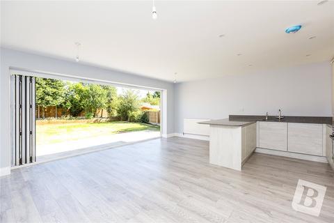 3 bedroom semi-detached house for sale - Woodlands Road, Romford, Essex, RM1