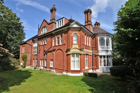 3 bedroom flat for sale - Sherwood Oaks, 13 Frensham Road, Kenley, CR8