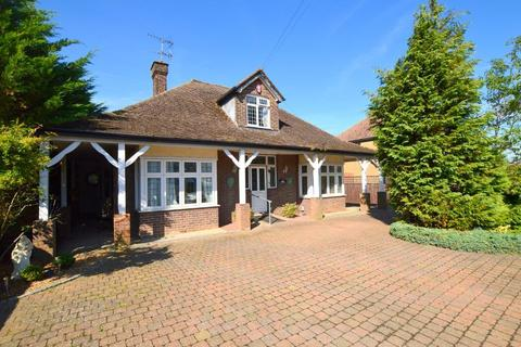 4 bedroom detached bungalow for sale - Barton Road, Luton, Bedfordshire, LU3 2BN