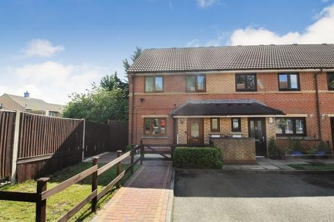 3 bedroom end of terrace house for sale - Chanfield Close, Luton
